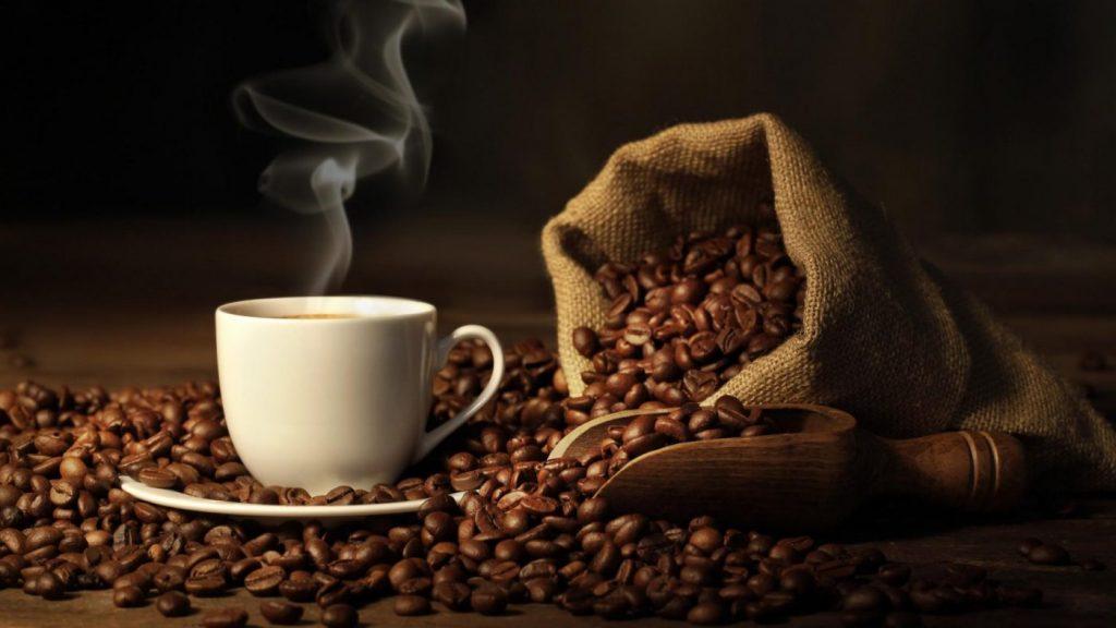 Kahve enerji seviyesini artırır ve daha zinde hissedersiniz.