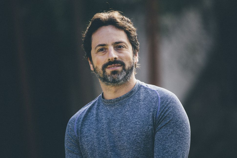 Sergey Brin, Larry Page ile birlikte Google firmasının kurucularından biridir.