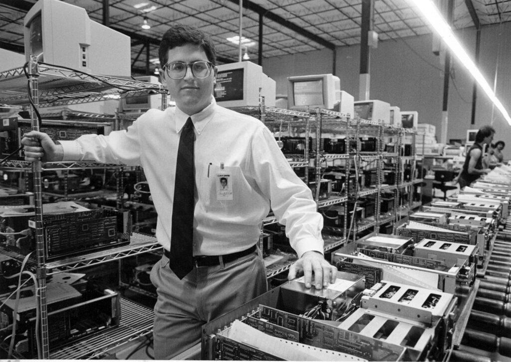 """""""Başarı yaratmaya giden birçok şey var. Sadece yapmaktan hoşlandığım şeyleri yapmaktan hoşlanmıyorum. Şirketin başarılı olmasına yardımcı olan şeyleri yapmayı seviyorum. """"- Michael Dell"""
