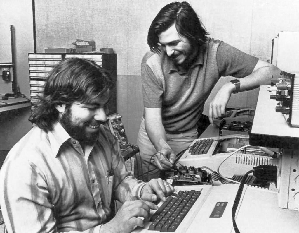 Kalitenin ölçü aracı olun. Bazı insanlar, mükemmelliğin beklendiği ortamlara alışık değildir. - Steve Jobs