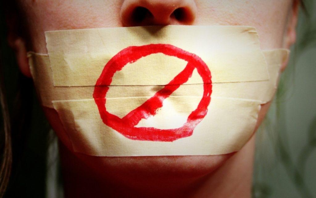 Tıpkı düzgün dinleme, sessiz kalma ve patronunuzla veya şirket yönetiminizle hararetli bir tartışmaya girmekten kaçınmak gibi beceriler de zor.