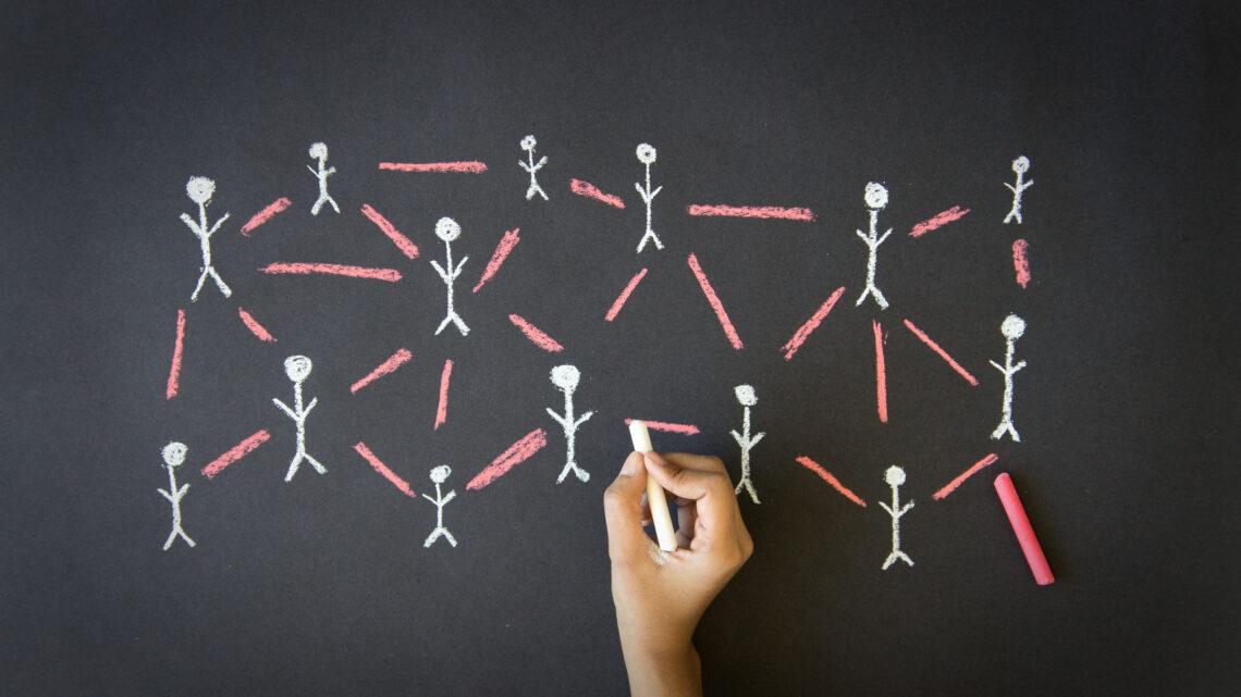 İletişim kurarken liderlerin yaptığı hatalar, gerek kendi performansları gerekse takım performansları açısından önem arz eder.