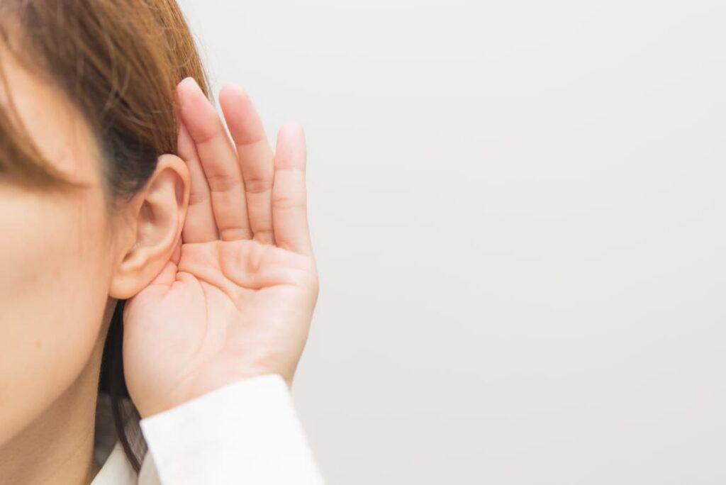 Liderlik pozisyonlarındaki kişilerin, konuşmacının sözlerini bitirmesine izin vermeden önce hemen cevap vermeye çalıştığını bazen görebilirsiniz.