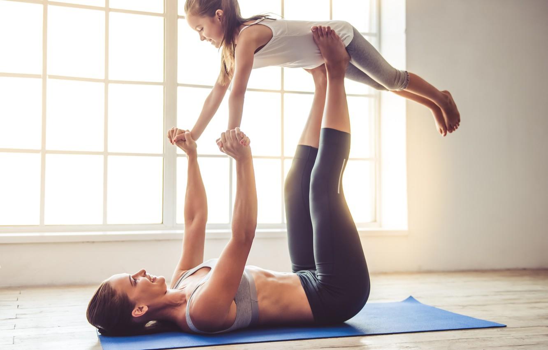 Günlük hayatın stresinden uzaklaşmak için evde yapılabilecek en güzel aktiviteler arasındadır yoga