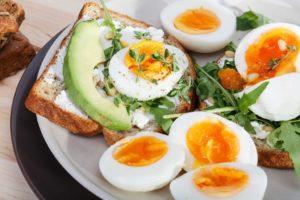 Anne sütünden sonra gelen en değerli proteinleri içeren yumurta, her mevsim sofralarımızdan eksik olmaması gereken bir besindir.