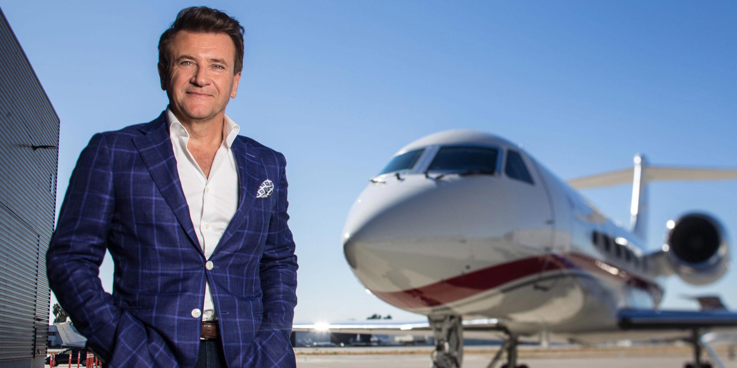 Robert Herjavec, girişimcilerin ürünlerini tanıttıkları Dragons' Den ve Shark Tank adlı programların yatırımcı jüri üyelerinden biridir.