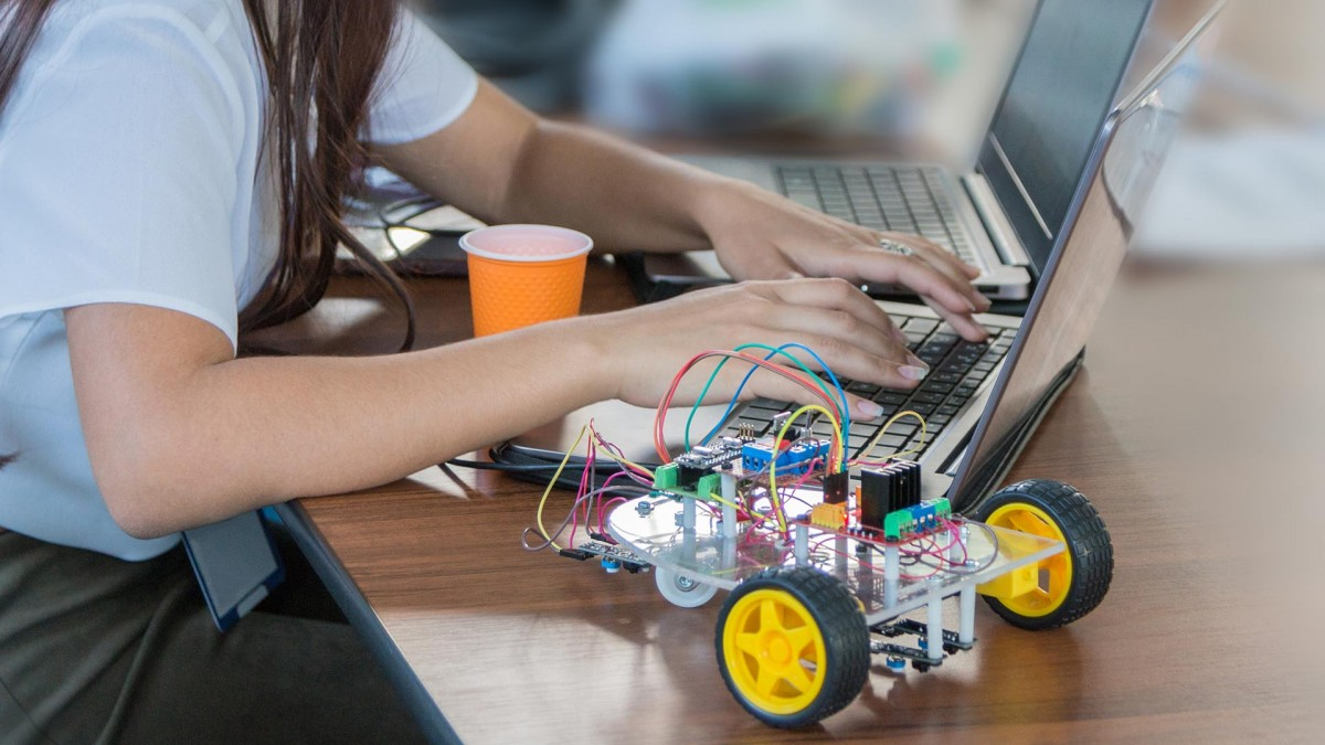 Teknolojinin sürekli gelişmesi ile birlikte yenilikçi ve üretim odaklı teknolojilere de aynı oranda ihtiyaç duyulmaktadır.