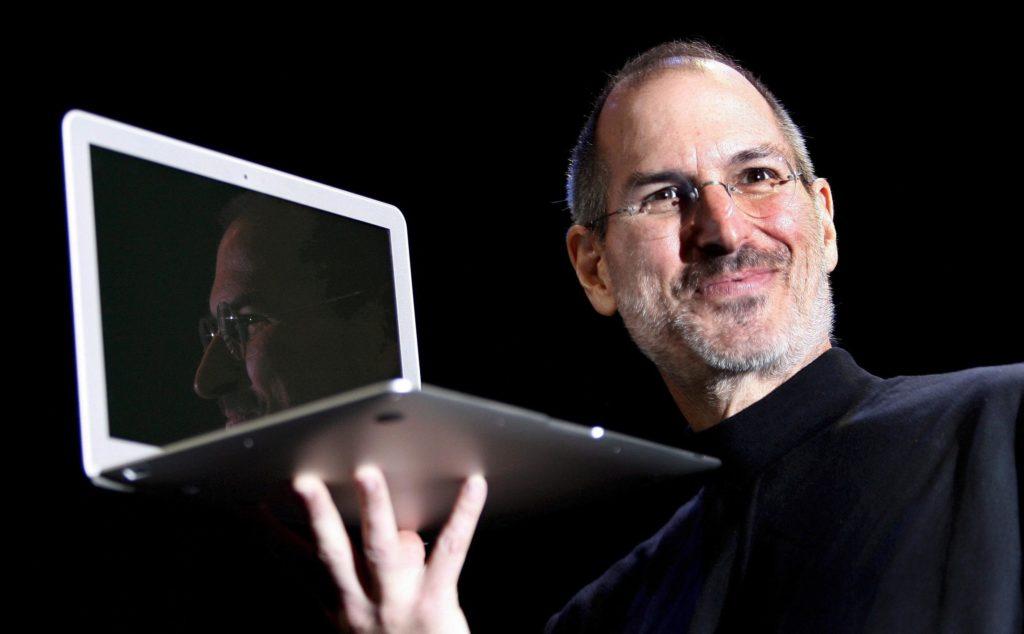Öyle zamanlar olur ki hayat kafanızda kiremitler kırmaya başlar. Böyle zamanlarda sakın inancınızı kaybetmeyin. - Steve Jobs