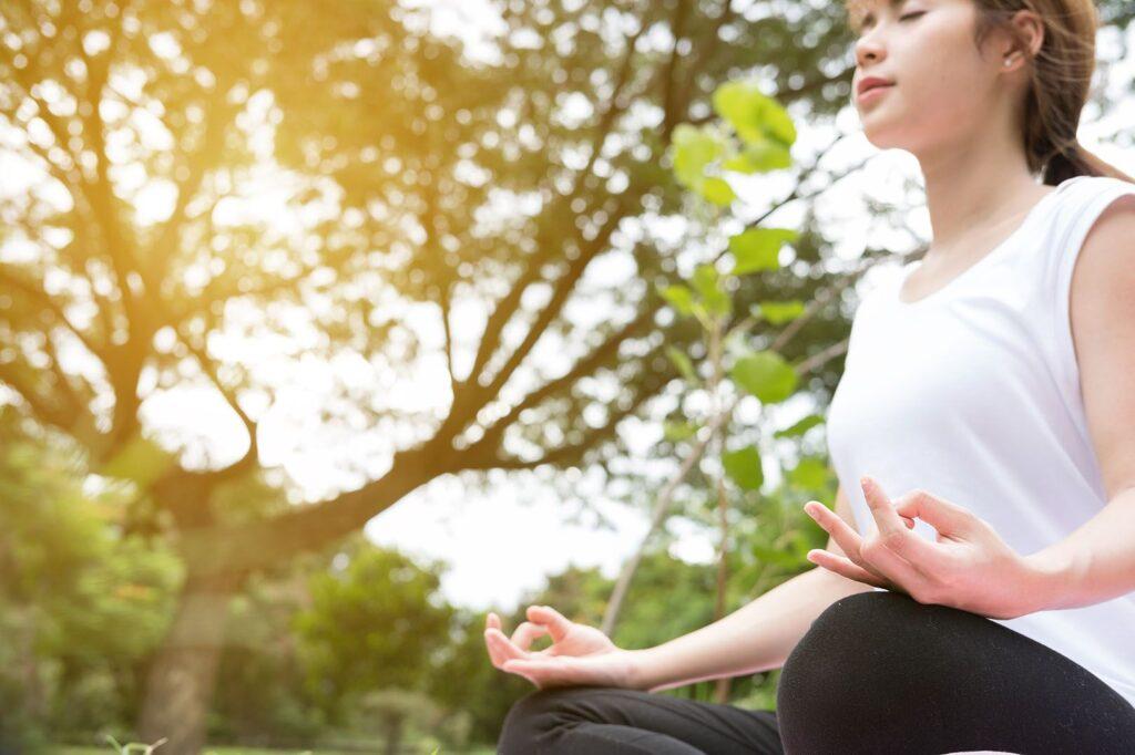 5 Adımda Odaklanma Meditasyonu - Beş dakikalık seanslarla başlayın ve egzersizle daha rahat hale geldikçe daha uzun süre çalışın.