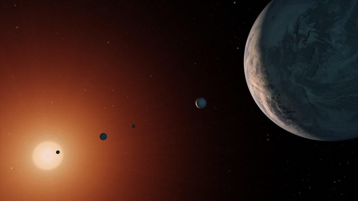 Galileo teleskopu geliştirerek güneş merkezli evren yasasını açığa çıkarmış ve yargılanıp sözlerini geri alması istenmiştir.