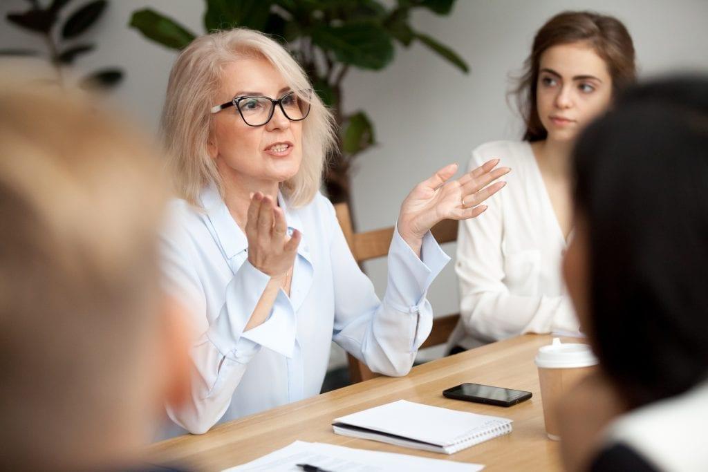 Müşterilerinizle, ürünleriniz ve hizmetleriniz hakkında sohbet etmelerini sağlayacak yaratıcı yollarla etkileşim kurun.
