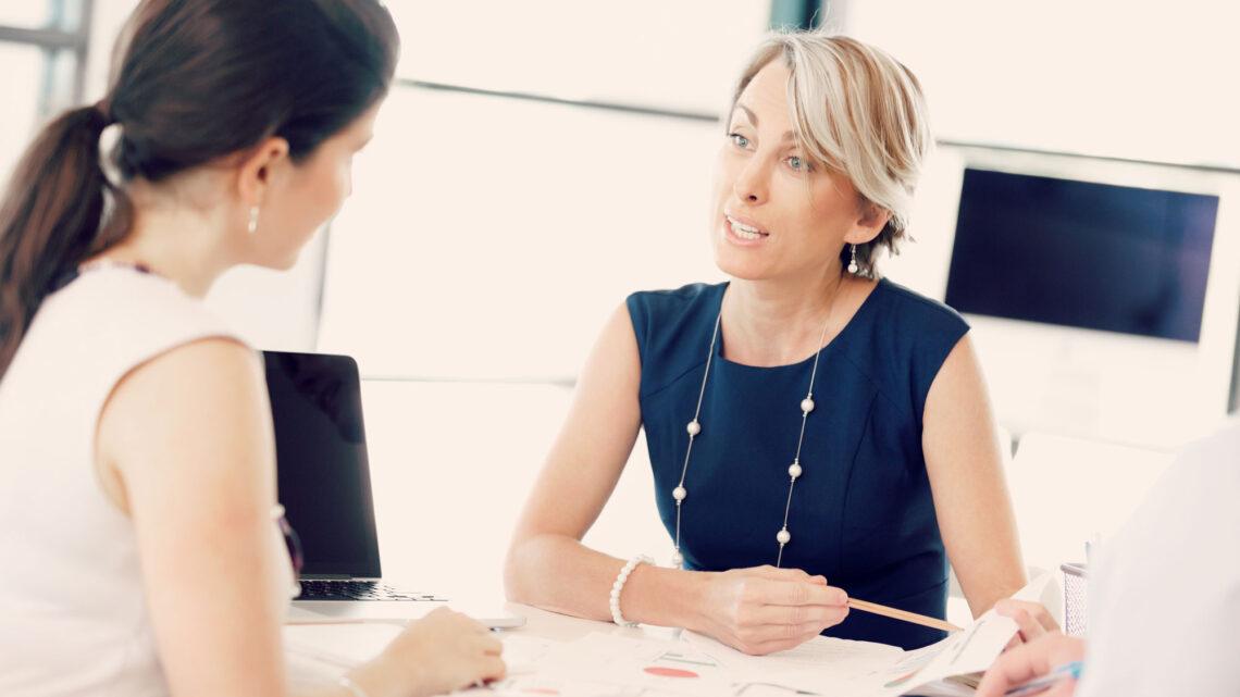 Satış pazarlama içerisinde olanlar çok iyi bilirler ki, satışta etkili olmak için vücut dilinin önemi çok büyüktür.