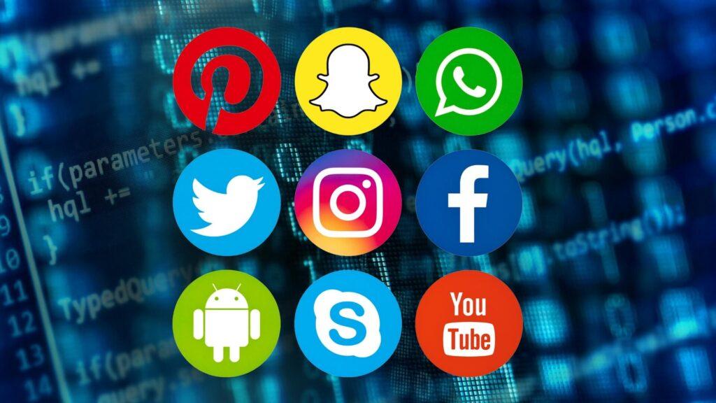 Sosyal Medya - Sadece Amerika'da, ABD Haberleri ve Dünya Raporu, yapılan araştırmaya göre üniversiteye kabul memurlarının % 35'inin öğrencilerin sosyal medyadaki varlığını incelediğini belirtiyor.