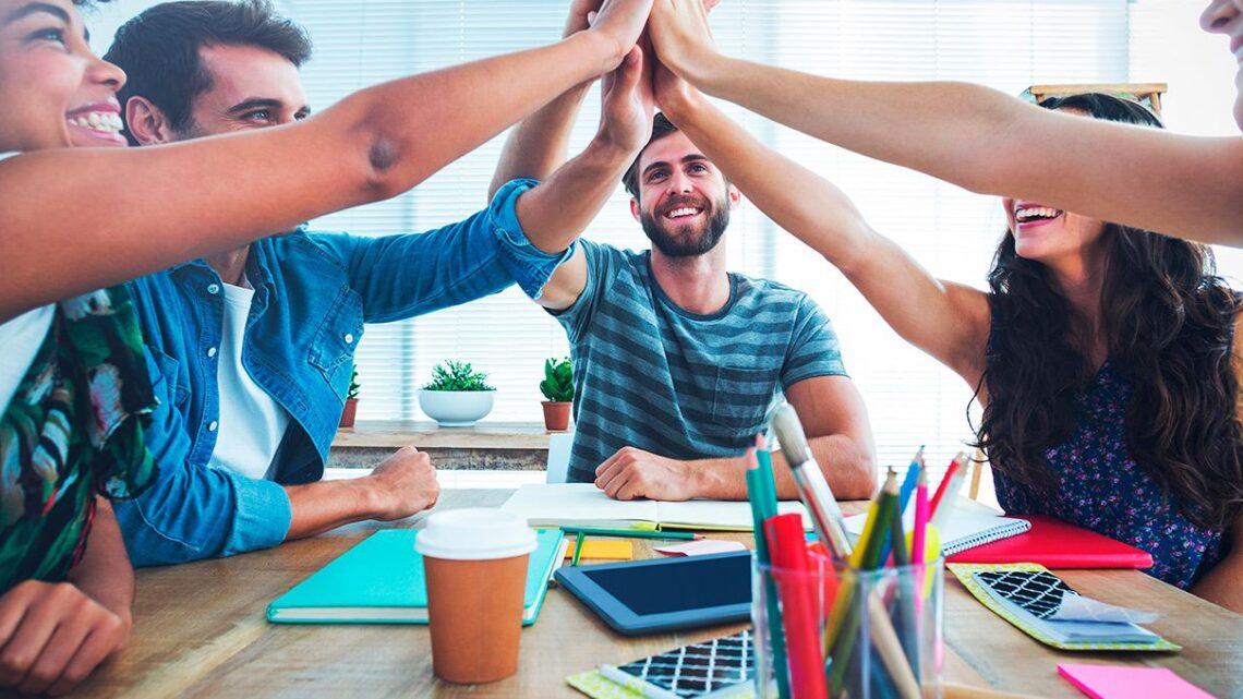 Tüm ekip üyelerinizi aynı sayfaya nasıl getirebilir ve bu koşullar altında ortak hedefe ulaşmak için onlarınasıl birleşik tutabilirsiniz?