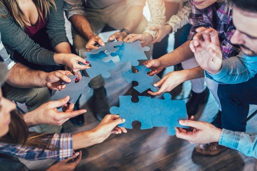 Bu makalede, ekip oluşturma faaliyetlerinin ekibinizin verimliliğini olumlu yönde etkilediği, oldukça etkili yollar hakkında bilgi edineceksiniz.
