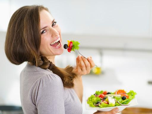 """Sağlıklı beslenme her şeydir. Örneğin hep konuşulan, """"İstediğim kiloya ulaşmam gerçekten mümkün mü?"""" sorusu, diyetisyen-danışan diyaloglarının bir numaraları giriş cümlesidir."""