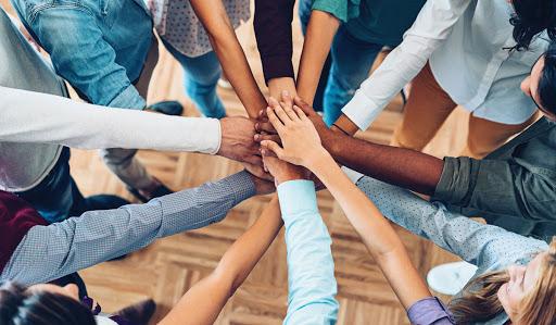 Networkingde Hub nedir? - Networking oluşturduğunuz insanları yakından incelediğinizde sizlere sağladığı faydalar ve sizi tanıştırdığı kişileri görürsünüz.