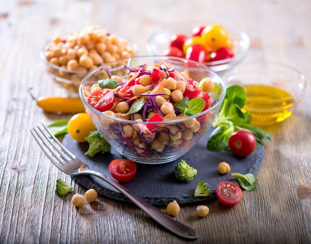 Vejeteryan beslenme genel olarak, et, balı ve kümes hayvanlarının tüketilmemesi ilkesine dayanır. Bunun dışında süt ve süt ürünleri, yumurta gibi bazı gıdaların tüketimi serbesttir.