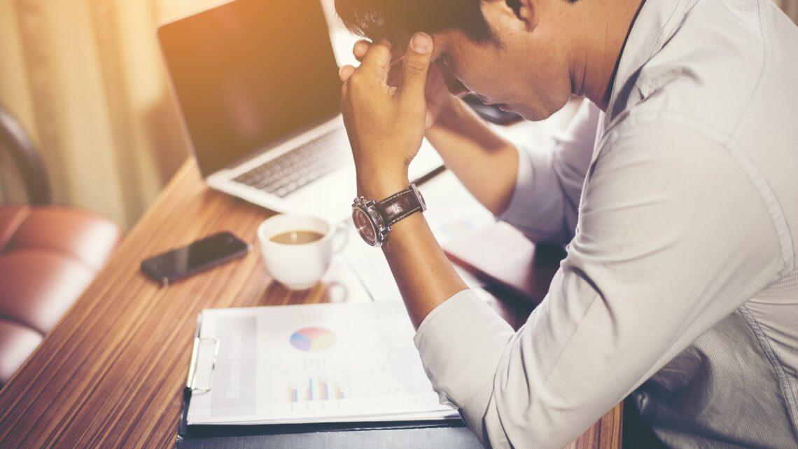 İşinizle ilgili neleri sevmediğinizi sürekli olarak kendinize hatırlatarak, yalnızca çalışmaktan nefret edeceksiniz.