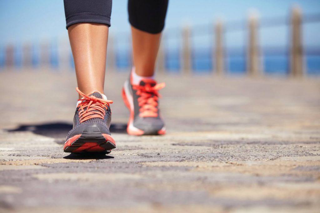 Hareket etmek, en başta vücutta kan dolaşımının daha iyi olmasını sağlar. Daha iyi bir kan dolaşımı da hücrelerin oksijenlenme kapasitesini arttırır. Böylece daha enerjik ve dinç olmamızı sağlar.
