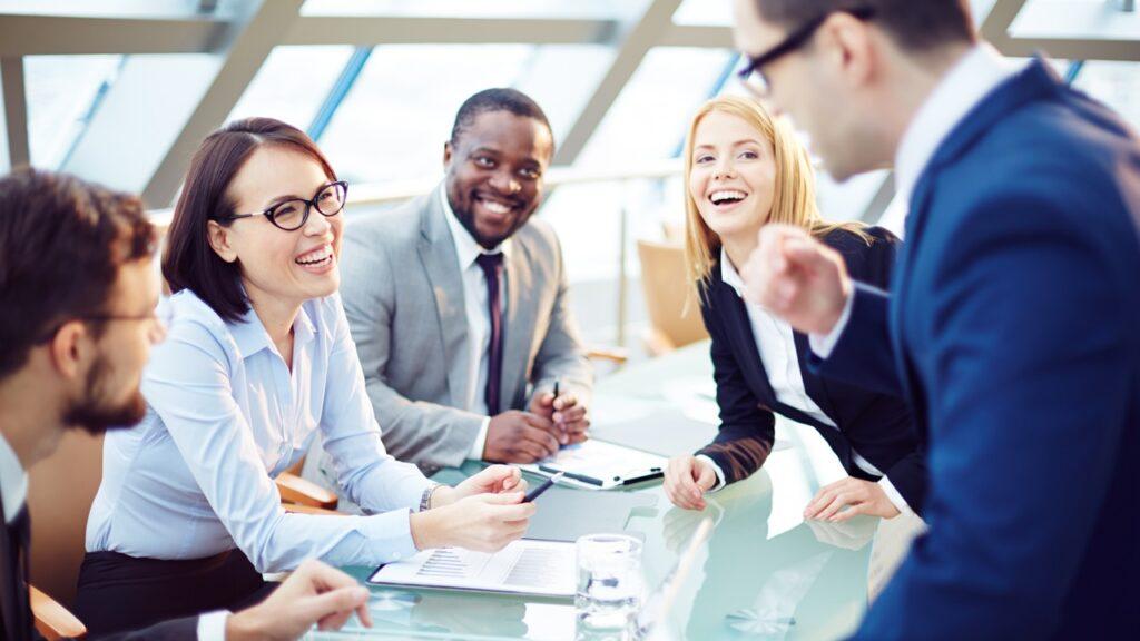 Kurumda çalışanlar kurum kültürünü, değerleri normları bir iletişim aracı olarak nitelenebilecek kurum kültürü sembolleri aracılığıyla öğrenirler.