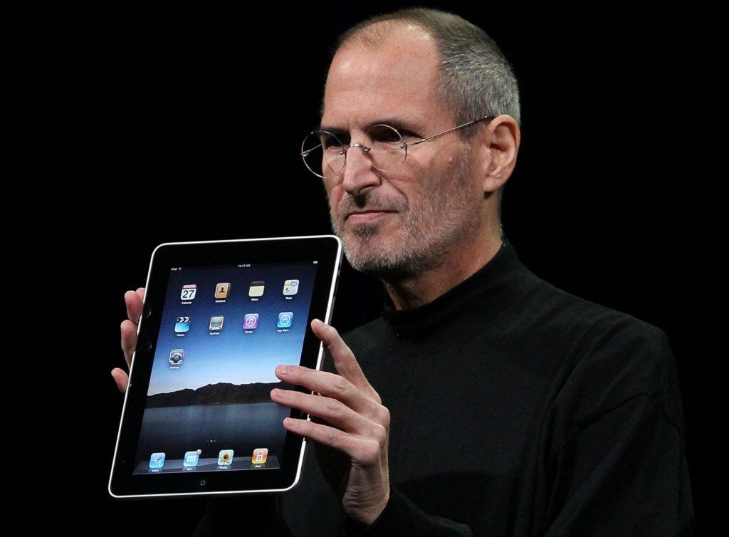 İnsanlar çoğunlukla siz onlara gösterene kadar ne istediklerini bilmiyorlar. - Steve Jobs