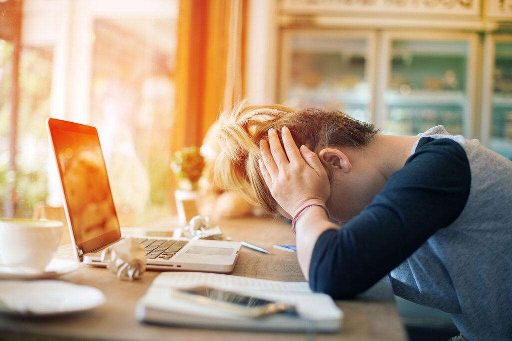 Öğrencilerde Depresyon - Qingdau Üniversitesi Tıp Fakültesi'nin Shangong'daki bir araştırmasına göre, hareketsiz geçen zaman dilimi, % 25 daha yüksek depresyon demektir.